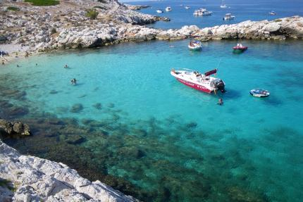 Boat excursion and swimming in the archipelago of Riou