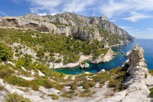 Panoramic view of the calanque of Sugiton, high cliffs, and la Grande Candelle