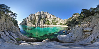 Photo panoramique de la calanque d'En vau vue d'en bas